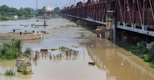 Delhi: Residents in low-lying areas asked to move to shelters as Yamuna breaches danger mark