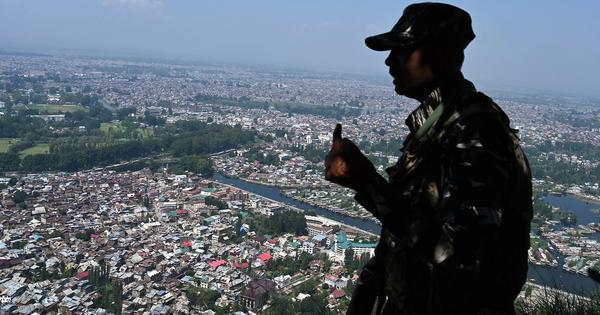 जम्मू-कश्मीर में सामान्य स्थिति राष्ट्रीय हितों का ध्यान रखते हुए बहाल की जाए : सुप्रीम कोर्ट