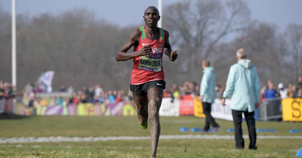 Kenya's Geoffrey Kamworor smashes men's half marathon world record in Copenhagen