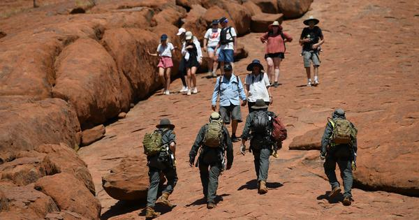 Australia: Hundreds of tourists flock to Ayers Rock before climbing ban begins on Saturday