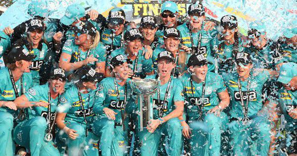 Women's Big Bash League: Brisbane Heat trounce Adelaide Strikers to claim back-to-back WBBL titles