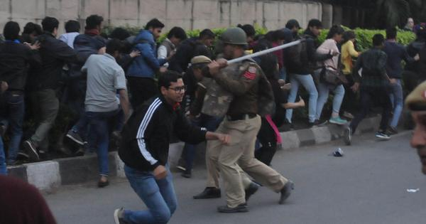 JNU fee hike: Students baton-charged by police as they march towards Rashtrapati Bhavan