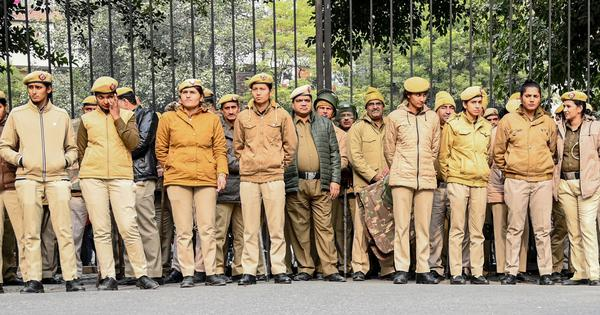 JNU violence: Delhi Police admit they saw mob attacking students – but failed to act