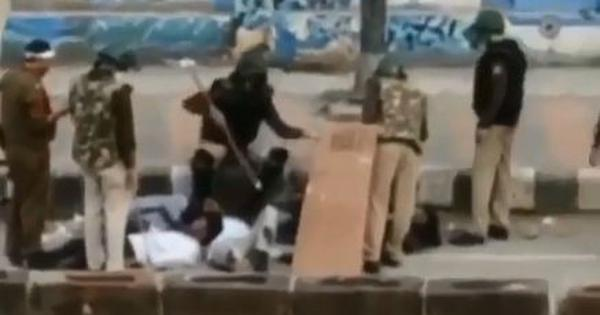 Videos show Delhi Police beating up injured protestors, forcing them to sing the national anthem