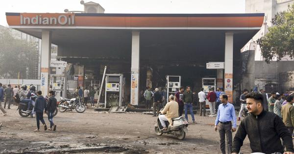 Delhi violence: Mobs throw petrol bombs at Muslim homes in Kabir Nagar; toll rises to 8