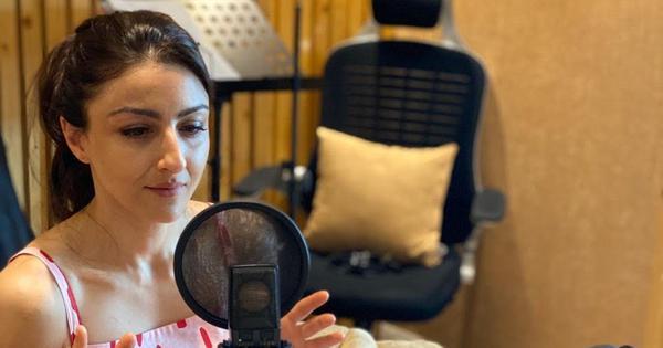 #ReadInstead | Soha Ali Khan reads 'Count Dracula' by Woody Allen