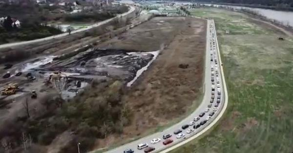 Watch: Eerie drone footage of hundreds of cars queued up for food in Pennsylvania, USA