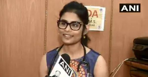 Coronavirus: AIIMS New Delhi doctor breaks down while talking about her family