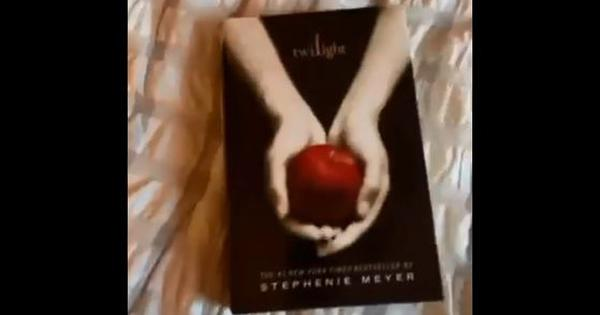 Watch: Is 'chuckled' 'Twilight' author Stephenie Mayer's favourite word?