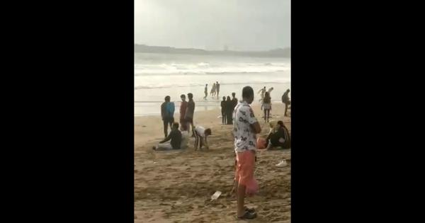 Watch: Why are these Mumbai crowds flouting physical distancing norms on beaches?