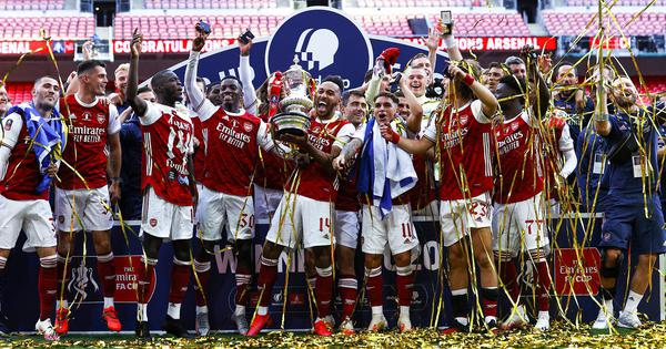 Arsenal's No 14 delivers FA Cup No 14: Twitter toasts Aubameyang as Gunners beat Chelsea in final