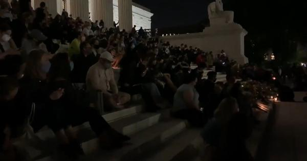 Ruth Bader Ginsberg: Crowds outside US Supreme Court sing 'Amazing Grace' to mourn the judge