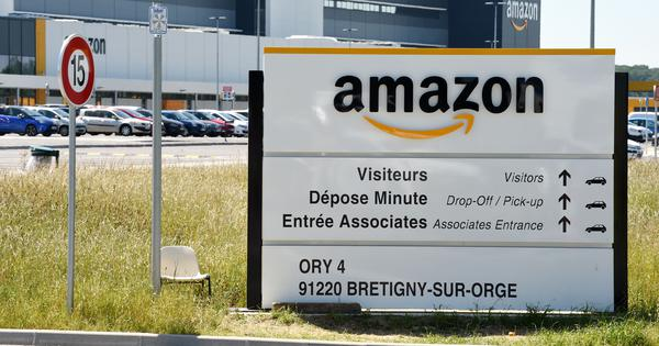 Retailers' body asks Centre to ban Amazon after reports of 'preferential treatment' to some sellers