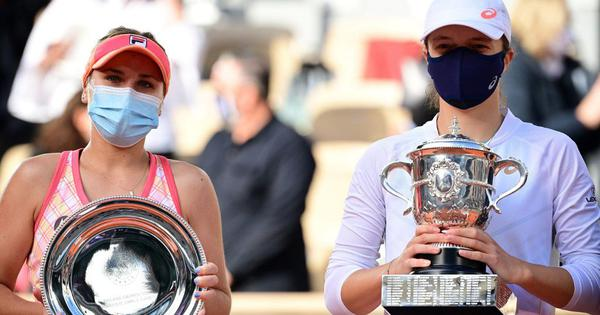 French Open: Unseeded 19-year-old Iga Swiatek beats Sofia Kenin to win  first Grand Slam