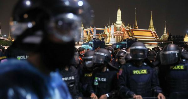 Thailand protests: Police fire water cannon on thousands of demonstrators in Bangkok