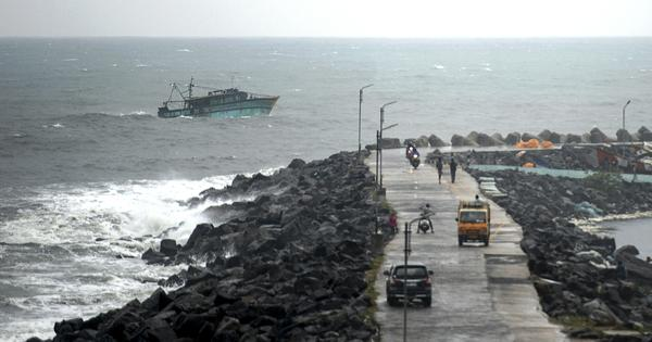 Cyclone Nivar: TN declares holiday in 13 districts tomorrow, Puducherry braces for maximum impact