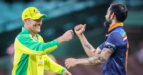 Australia vs India, 2nd ODI live: Kohli falls after steady 89, Australia in charge