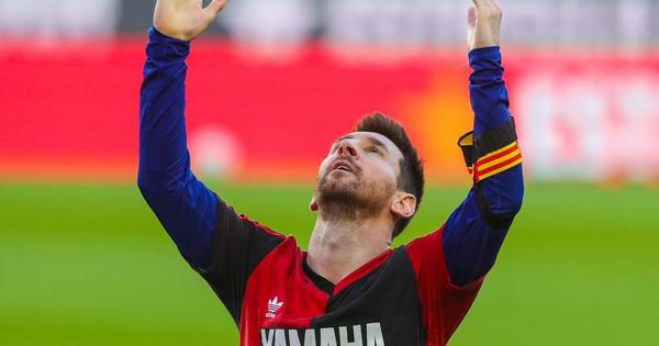 La Liga: Lionel Messi marks goal with Newell's Old Boys No 10 shirt in tribute to Diego Maradona