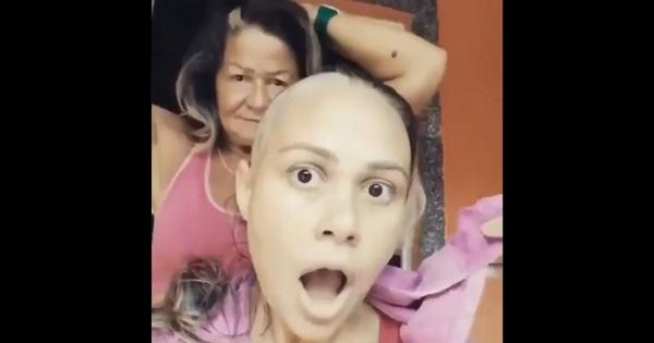 Watch: Mother surprises daughter with cancer by shaving her own head too