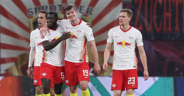 Bundesliga: Last-gasp winner helps Leipzig keep pace with Bayern Munich in title race