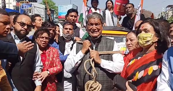 Watch: Ex-Uttarakhand CM Harish Rawat pulls autorickshaw with rope to protest against fuel prices