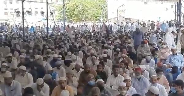 Watch: Large crowds gathered at Hyderabad's Mecca Masjid for Ramzan, flouting Covid-19 norms
