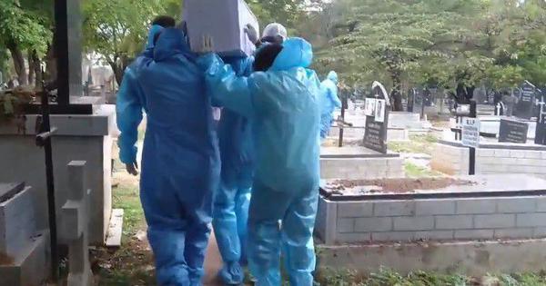 Covid-19 crisis: Bengaluru crematorium workers, gravediggers work non-stop despite pending salaries