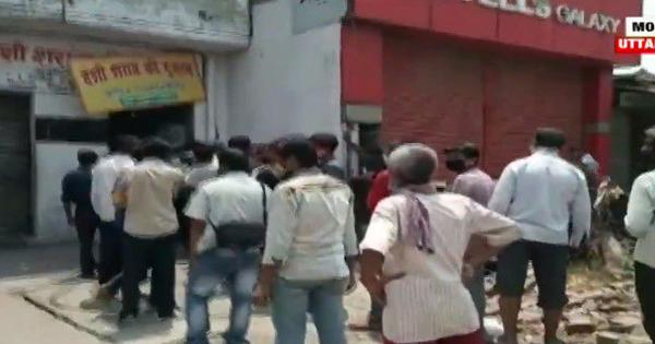 Uttar Pradesh: People flock to buy alcohol as liquor shops resume operations in Moradabad