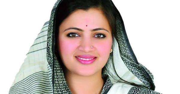 Bombay HC cancels caste certificate of MP Navneet Rana, says she got it fraudulently