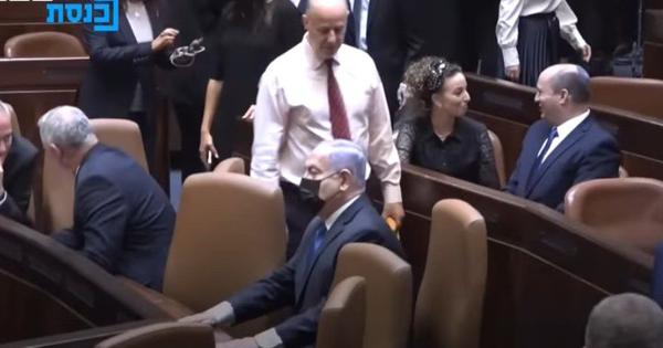 Watch: Former Israel Prime Minister Netanyahu sits in the wrong chair after losing post