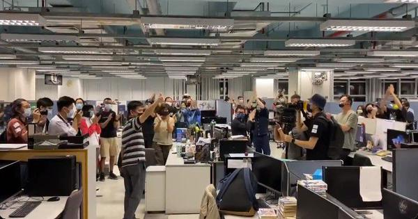 Watch: Apple Daily newspaper in Hong Kong wrap up operations after 26 years with a round of applause