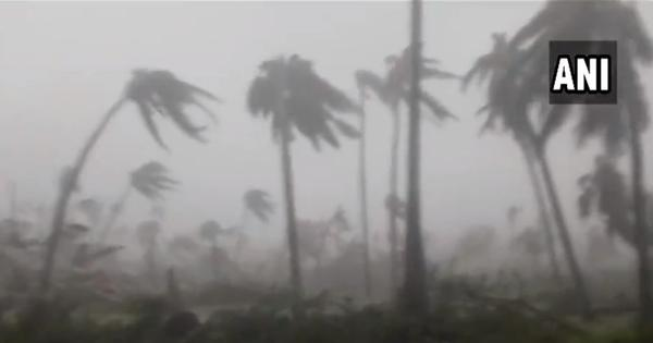 Watch: Cyclone Titli causes high speed winds, rainfall after making landfall in Andhra's Srikakulam