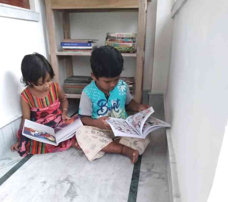 Children reading at Bose's library.