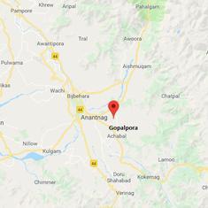 जम्मू-कश्मीर : संदिग्ध आतंकियों ने पूर्व पुलिस अधिकारी के घर से  दाे बंदूकें चुराईं