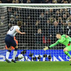 League Cup: Harry Kane fires as Spurs down Chelsea 1-0 in first leg