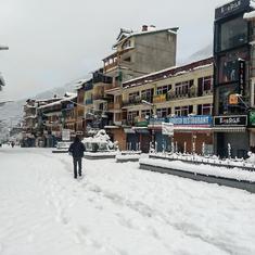 Delhi air quality improves after rainfall, Kashmir and Himachal Pradesh experience heavy snow