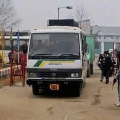 पुलवामा आतंकी हमला : भारत ने श्रीनगर-मुजफ्फराबाद बस सेवा निलंबित की