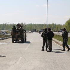 आतंकी ज़ाकिर मूसा के मारे जाने के बाद जम्मू-कश्मीर के कुछ इलाकों में दूसरे दिन भी कर्फ्यू