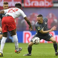 Bundesliga: Borussia Dortmund take title race to wire as Bayern Munich held