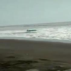 Video: Car stuck in beach sand is rocked by strong waves, passengers manage quick escape