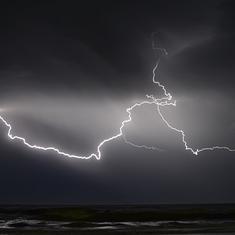उत्तर प्रदेश और बिहार में बिजली गिरने से 112 लोगों की मौत