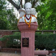 ABVP leaders install busts of Savarkar, Bhagat Singh and Bose in DU, now asked to get permission