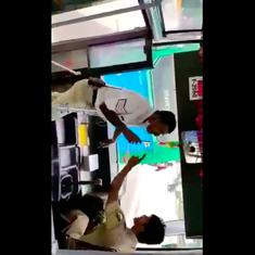 Watch: Bangalore traffic policeman and state bus driver fight over parking (or is it over a mobile?)
