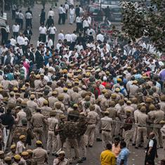 Tis Hazari clash: Lawyers to resume strike today after talks with Delhi Police fail