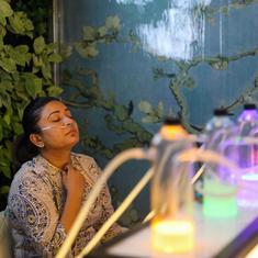 As Delhi pollution levels soar, customers throng an 'oxygen bar' for a breath of fresh air