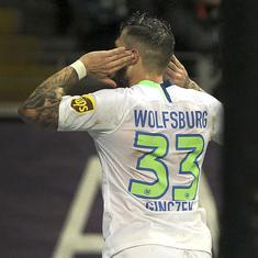 Football: Daniel Ginczek's brace helps Wolfsburg return to winning ways in Bundesliga