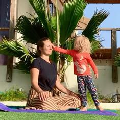 Watch: Adorable daughter interrupts mother's yoga session, ending in laughter and chaos