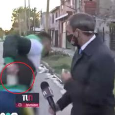 Caught on camera: Argentinian journalist's phone stolen right before live broadcast in Buenos Aires