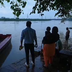 Delhi issues flood alert after Yamuna breaches danger mark